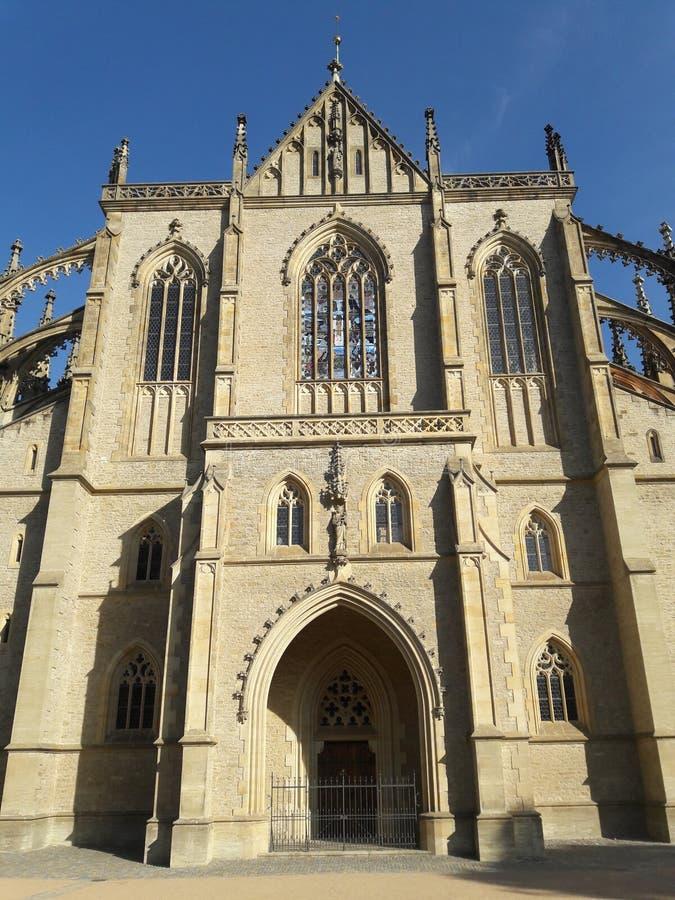 Alte UNESCO-Kirche gesetzte tschechische barbora Prag-Kathedrale der gotischen Architektur im heißen Sommer in Mitteleuropa-Prote stockfotografie