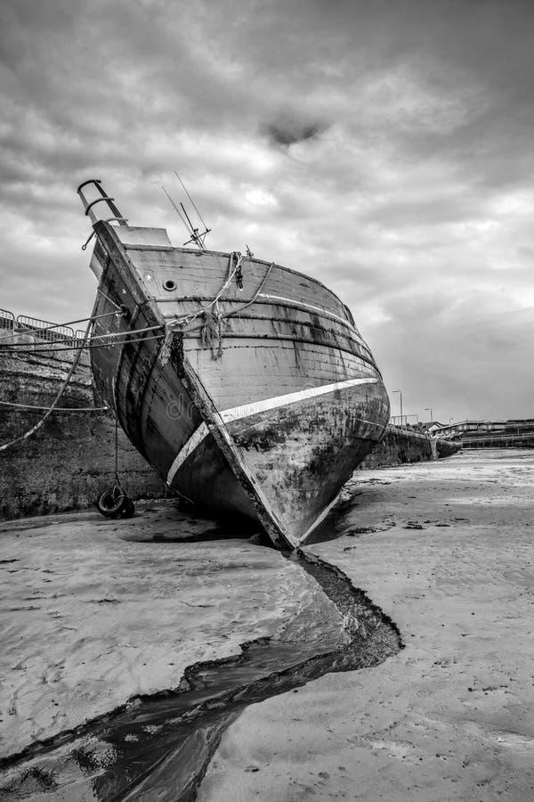 Alte vergessene Fischereiprahlerei stockfotografie