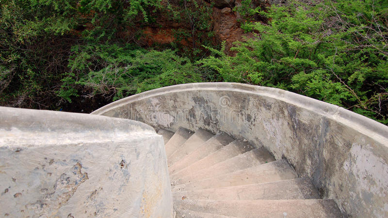Alte vergipste Treppe auf Curaçao-Insel lizenzfreies stockbild