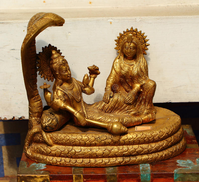 Alte vergoldete Statue Krishna Cobra Indien stockbild