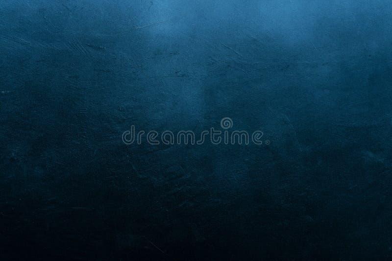 Alte verkratzte und rissige gemalte dunkelblaue Wand lizenzfreies stockfoto