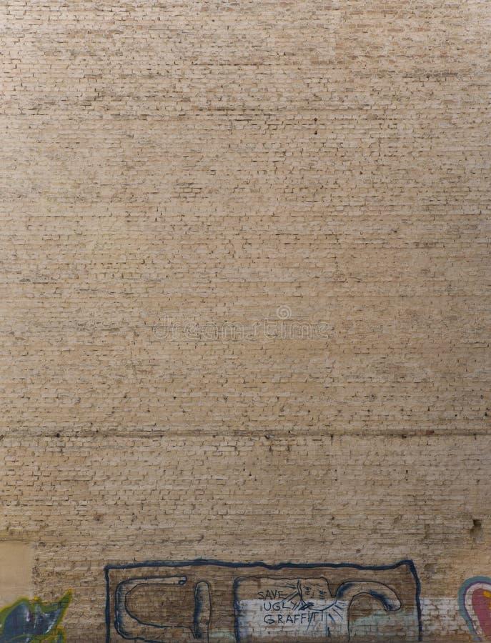 Alte verwitterte Backsteinmauer lizenzfreie stockfotos