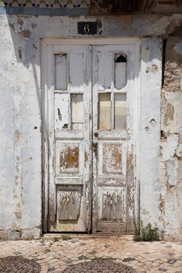 Alte verwitterte Tür stockfoto