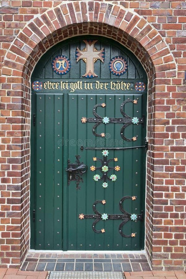 Alte verzierte Kirchen-Tür stockfotos