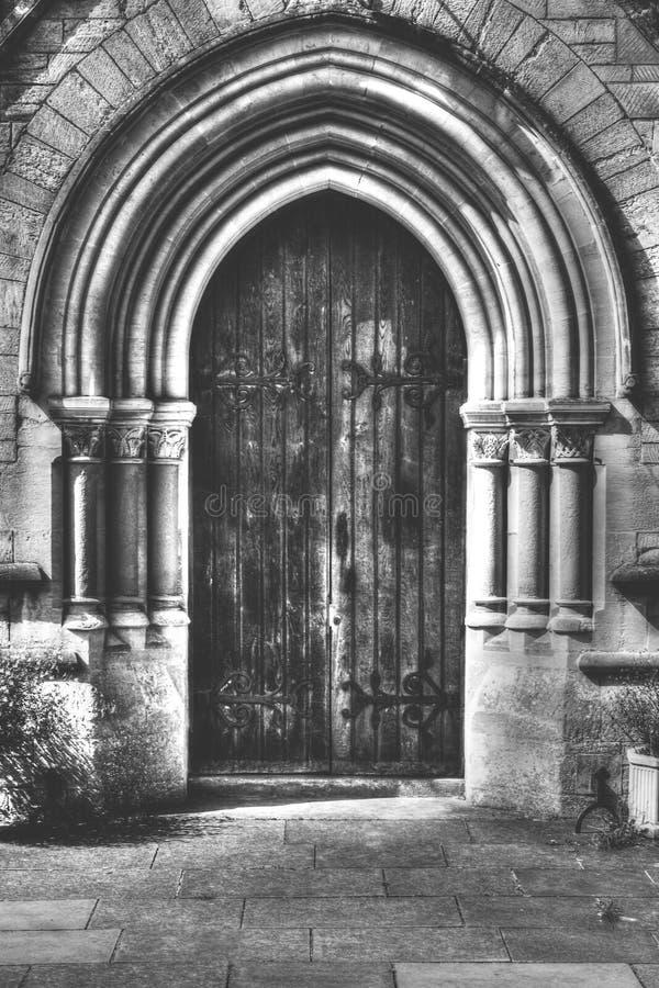 Alte viktorianische Tür mit korinthischen Säulen HDR BW lizenzfreie stockfotografie