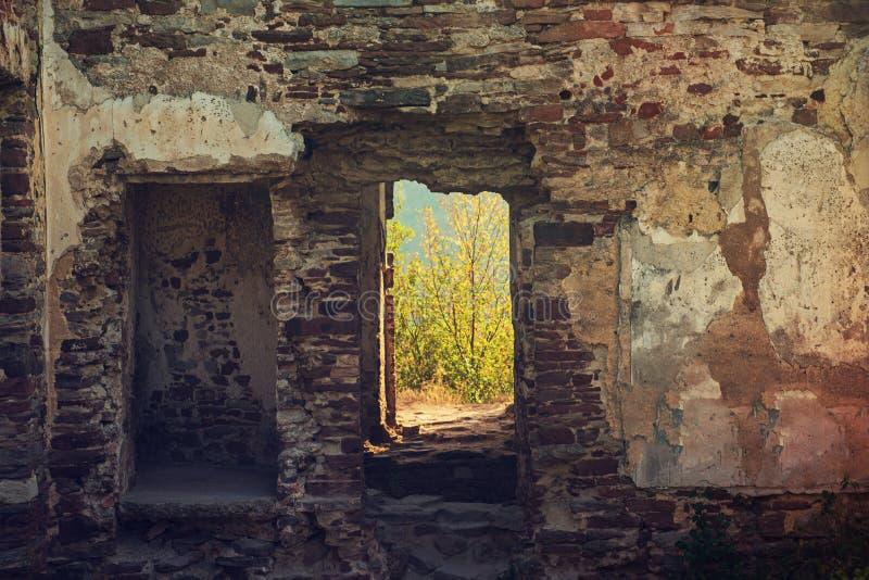 Alte Wand mit Bruch stockfotos