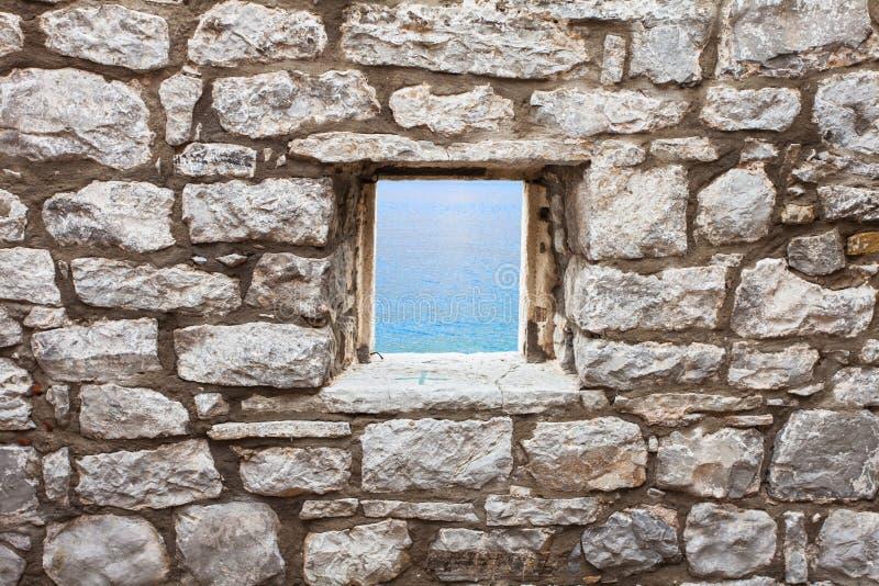 Alte Wand mit Fenster seaview lizenzfreies stockbild