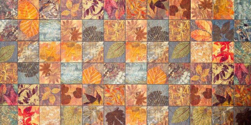 Alte Wandkeramikfliesenmuster handcraft von Thailand-Öffentlichkeit lizenzfreie abbildung