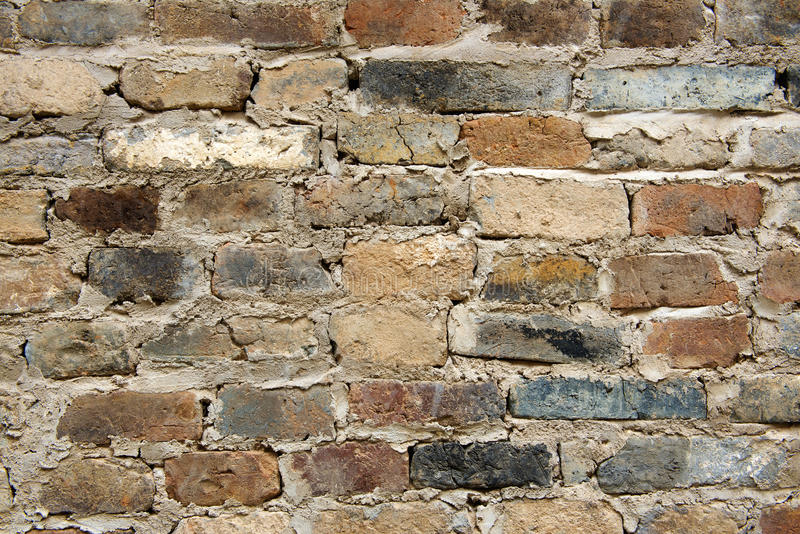 Alte Wandziegelsteine und verkratzter Zementhintergrund stockfoto