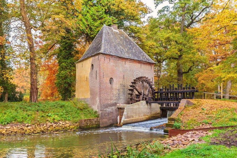 Alte Wassermühle in der niederländischen Provinz von Gelderland lizenzfreie stockbilder