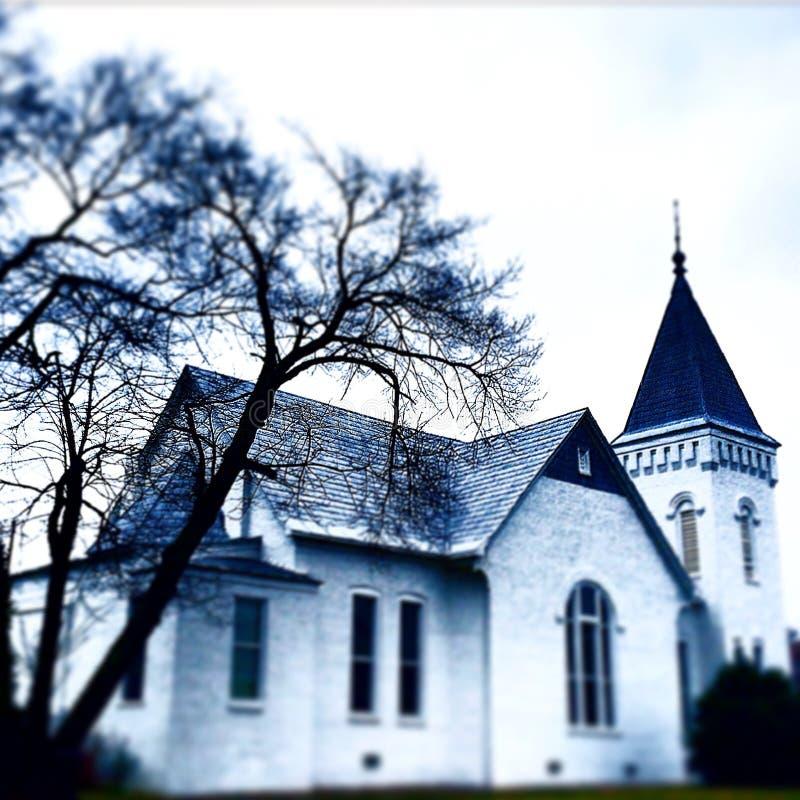 Alte weiße Kirche lizenzfreie stockfotos