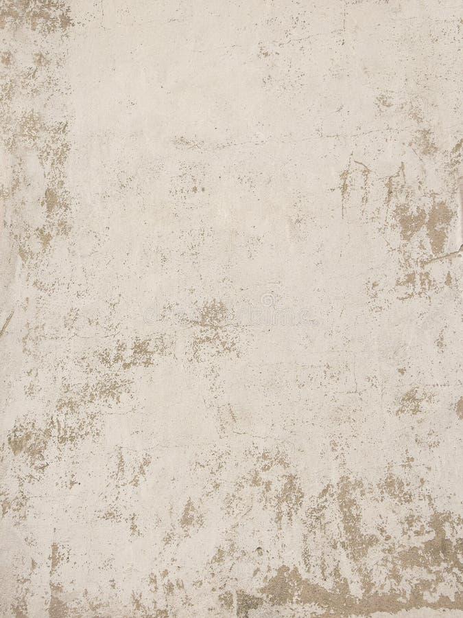 Alte weiße Lackbeschaffenheit, die weg Betonmauer abzieht lizenzfreie stockbilder