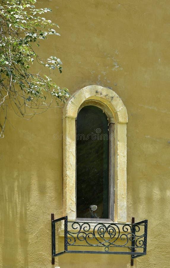Alte Weinlese der hölzernen Fensterart lizenzfreies stockfoto