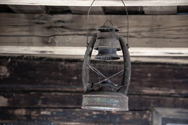 Alte Weinlese-Kerosin-Öl-Lampe stockfotografie