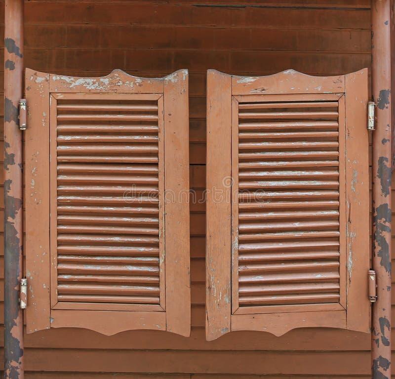 Alte westliche schwingsaal-Türen lizenzfreies stockbild