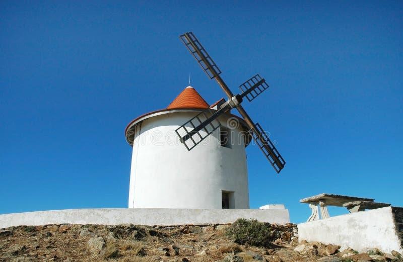 Alte Windmühle im Capo Grosso, Korsika stockfotografie