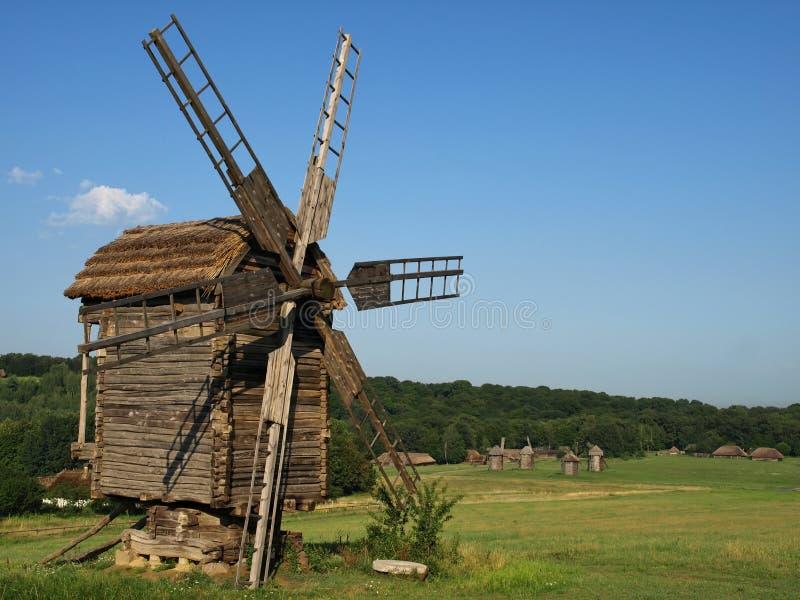 Alte Windmühlen in Pirogovo, Ukraine stockfoto