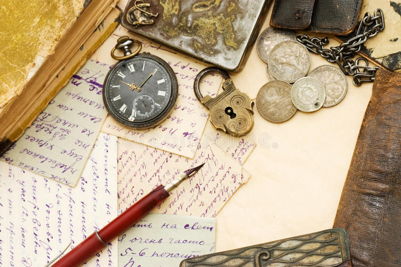 Alte Zeichen und der Feder Lebensdauer noch lizenzfreies stockbild