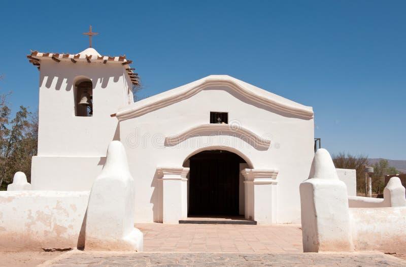 Alte Ziegelsteinkirche in der Landschaft von Argentinien. lizenzfreie stockbilder