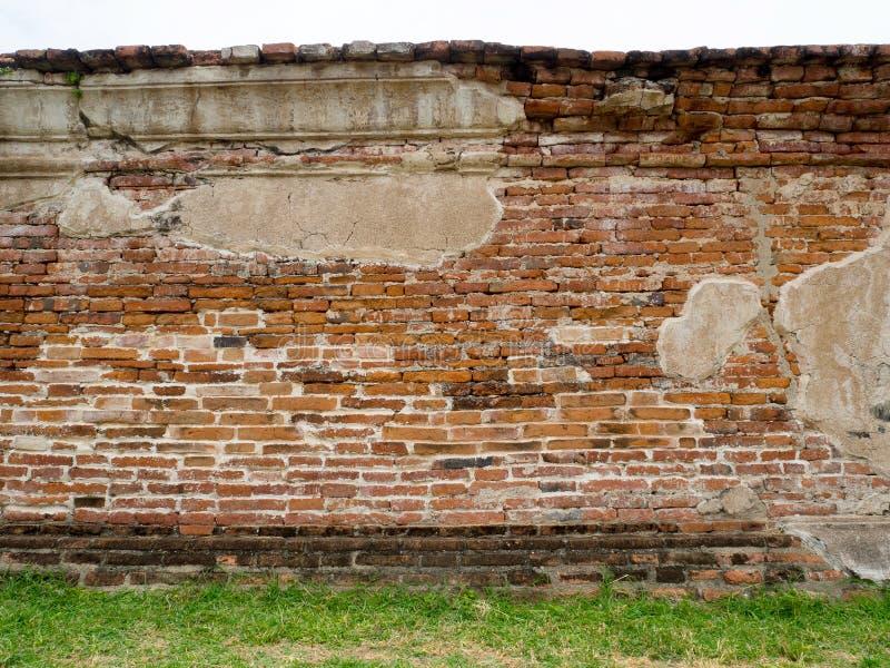 Alte Ziegelsteinwand in historischem Park Ayutthaya, Wat Mahathat Thail stockfotos
