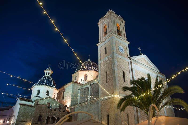 Altea, España Iglesia en ciudad vieja por noche fotografía de archivo libre de regalías