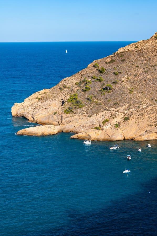 Altea, una ciudad en la costa mediterr?nea de la costa blanca, un destino tur?stico en Espa?a fotos de archivo