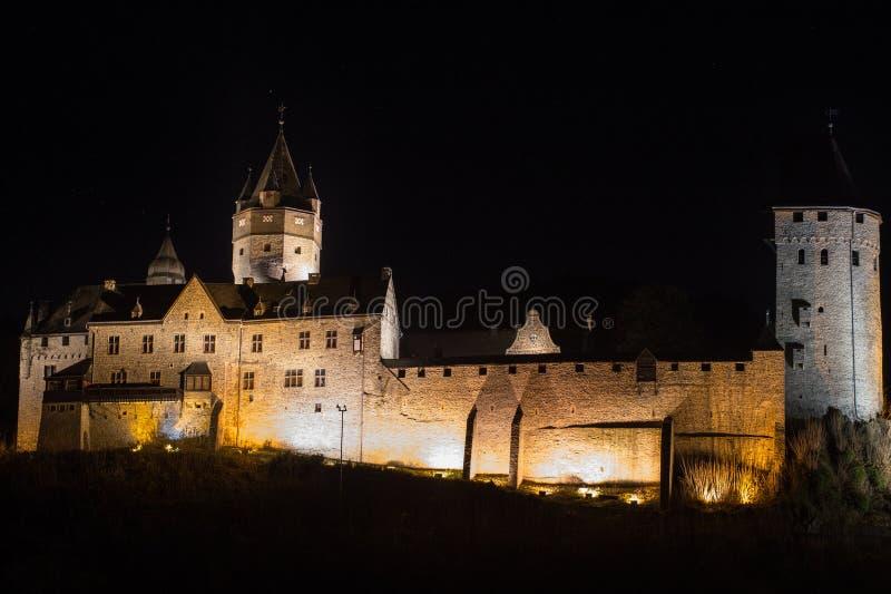 Altena Alemania del castillo en la noche imagen de archivo libre de regalías