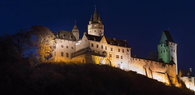 Altena Alemania del castillo en la noche imágenes de archivo libres de regalías
