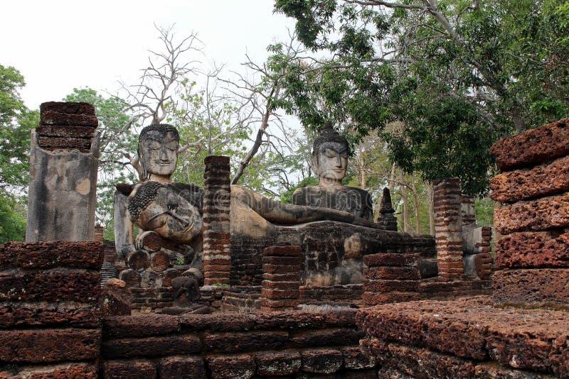 Alter Überrestplatz in Park Geschichte-Kamphaeng Phet in Thailand lizenzfreie stockfotos