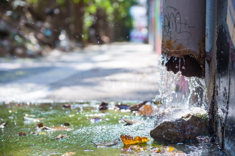 Alter Abfluss für Wasser vom Dach lizenzfreies stockbild