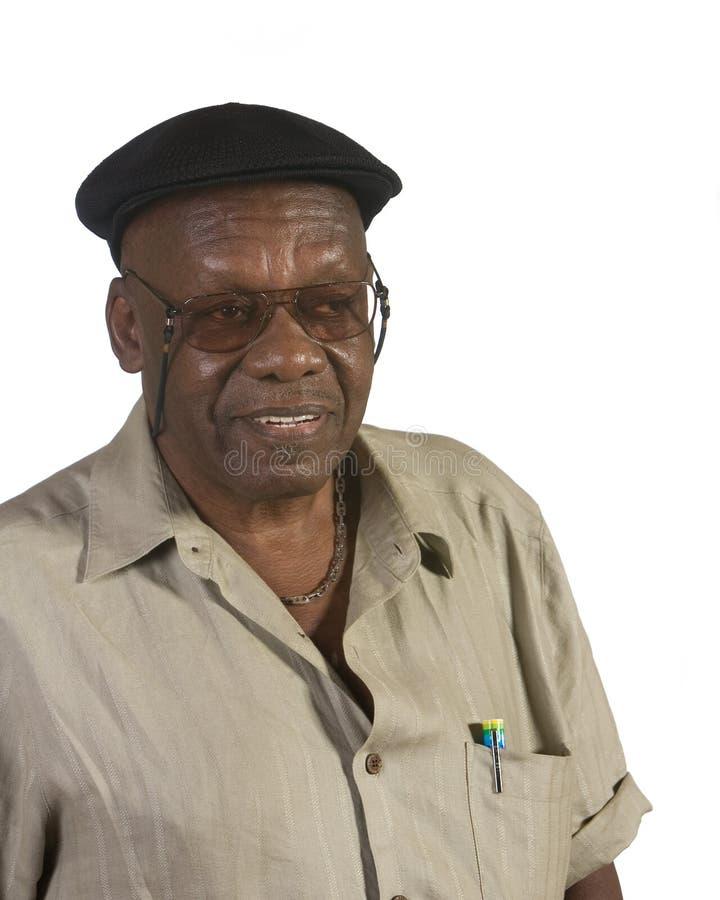 Alter Afroamerikaner-Mann mit Barett lizenzfreie stockfotografie