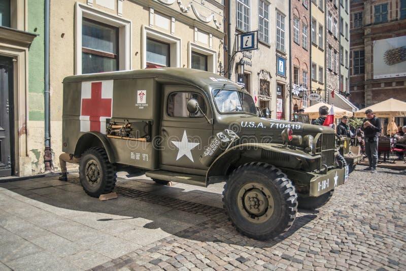 Alter Amerikaner-Dodge-Militärkrankenwagen Parkplatz lizenzfreies stockbild