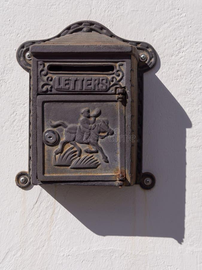 Alter antiker Briefkasten lizenzfreies stockfoto