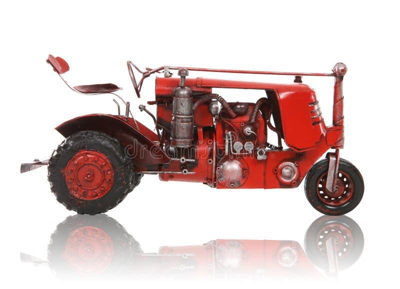 Alter antiker roter Traktor stockfoto