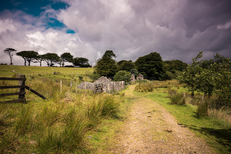 Alter aufgegebener Graite Tin Mine auf Dartmoor in England stockbilder