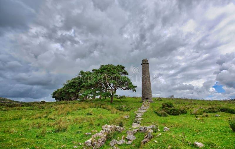 Alter aufgegebener Graite Tin Mine auf Dartmoor in England stockfotografie