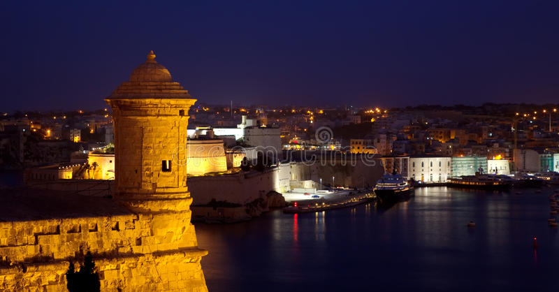 Alter Ausblickkontrollturm in Valletta stockbilder