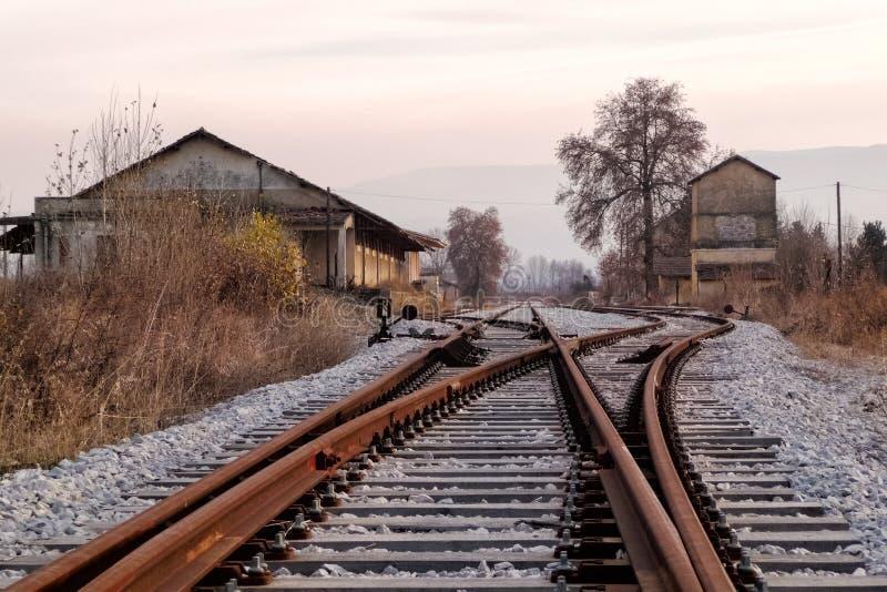 Alter Bahnhof und Bahnen, in Florina, Nord-Griechenland stockbilder