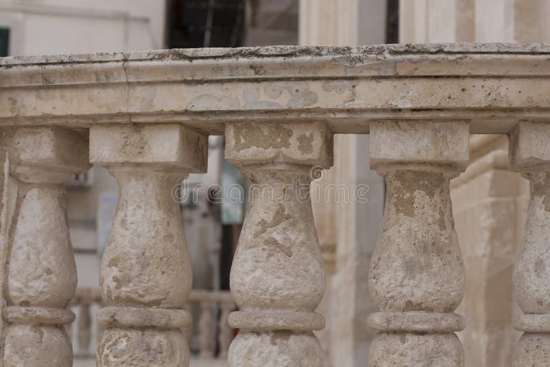Alter Balkon in Italien lizenzfreies stockfoto