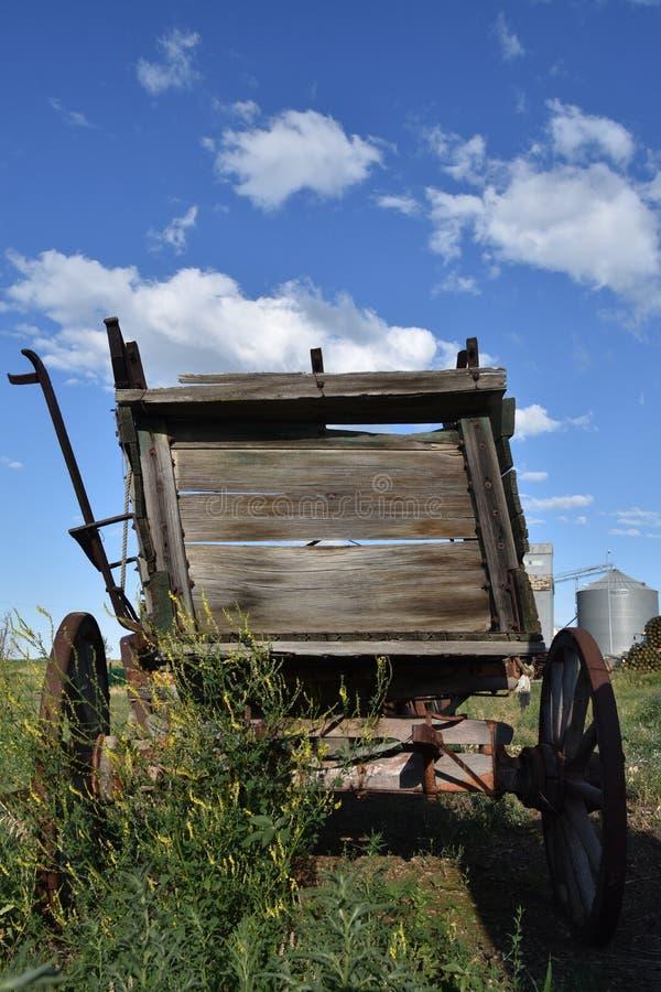 Alter Bauernhofkornlastwagen stockbild