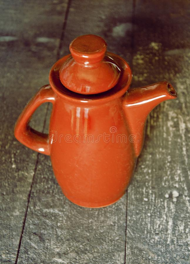Alter brauner Krug oder Vase lizenzfreie stockfotografie