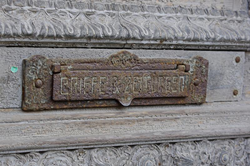 Alter Briefkasten in Goerlitz stockfotografie