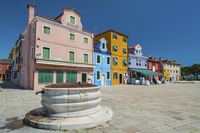 Alter Brunnen und reisdential in Venedig, Italien lizenzfreie stockfotografie
