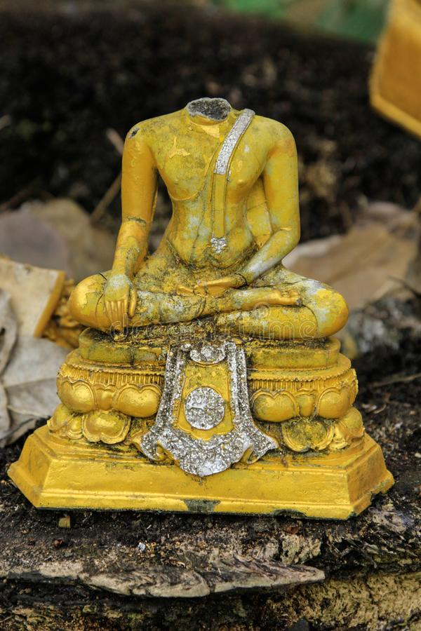 Alter Buddha sind defekte, alte Buddha-Meditation, kein Kopf Buddha stockfotos