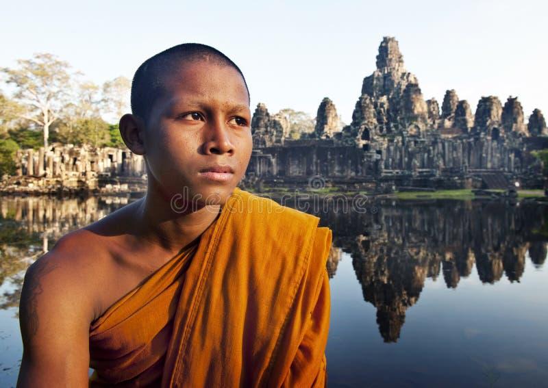 Alter Buddhismus, der Mönch Cambodia Concept erwägt lizenzfreie stockbilder