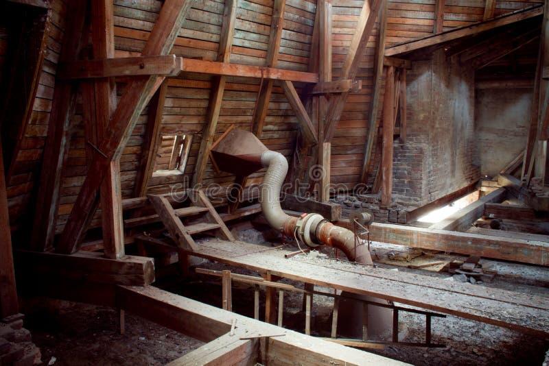 Alter Dachboden stockfotografie
