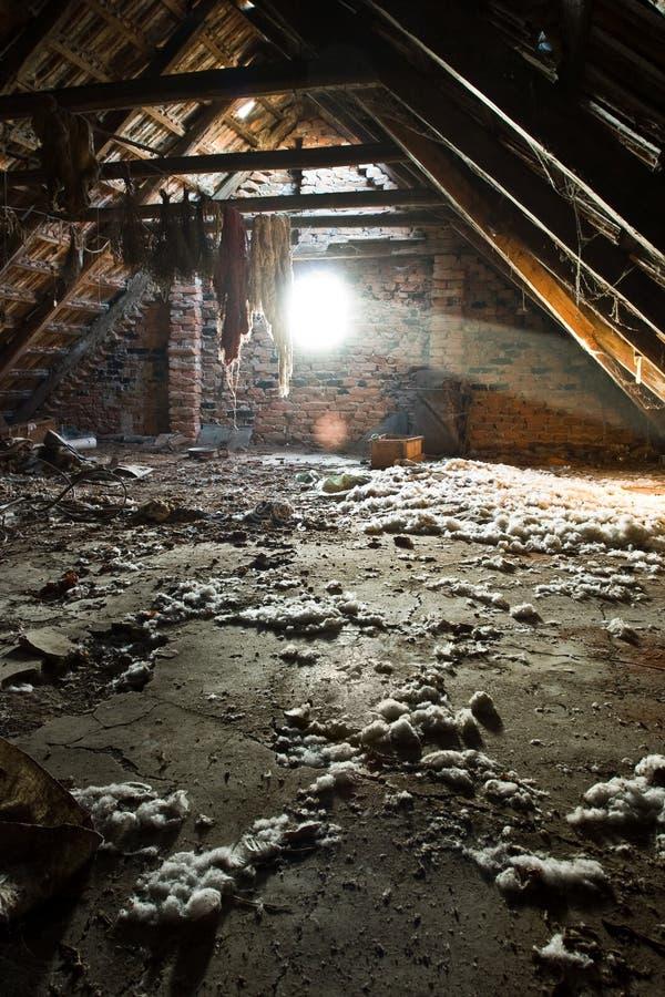 Alter Dachboden lizenzfreies stockfoto
