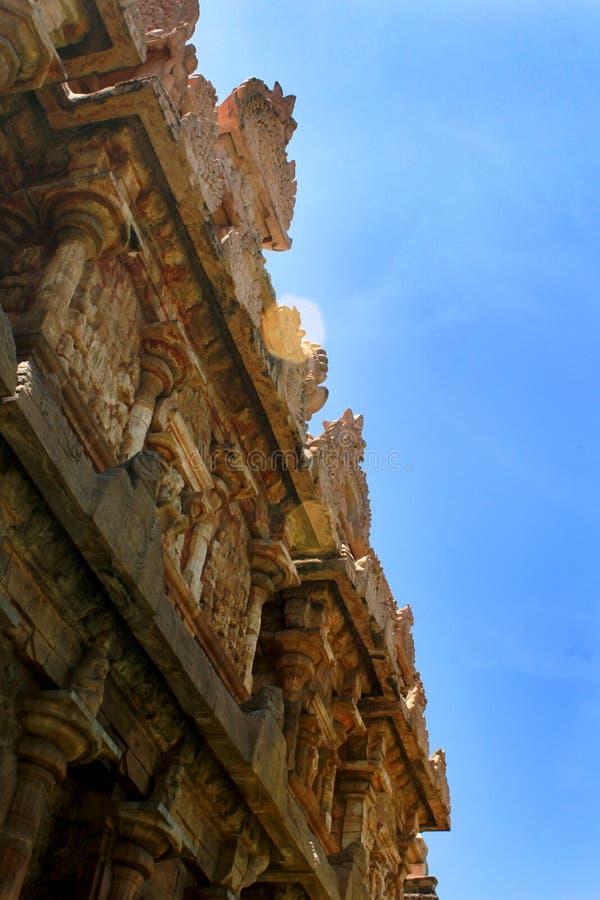 Alter dravidian angeredeter Turm [gopuram] mit Skulpturen im Brihadisvara-Tempel in Gangaikonda Cholapuram, Indien lizenzfreies stockbild