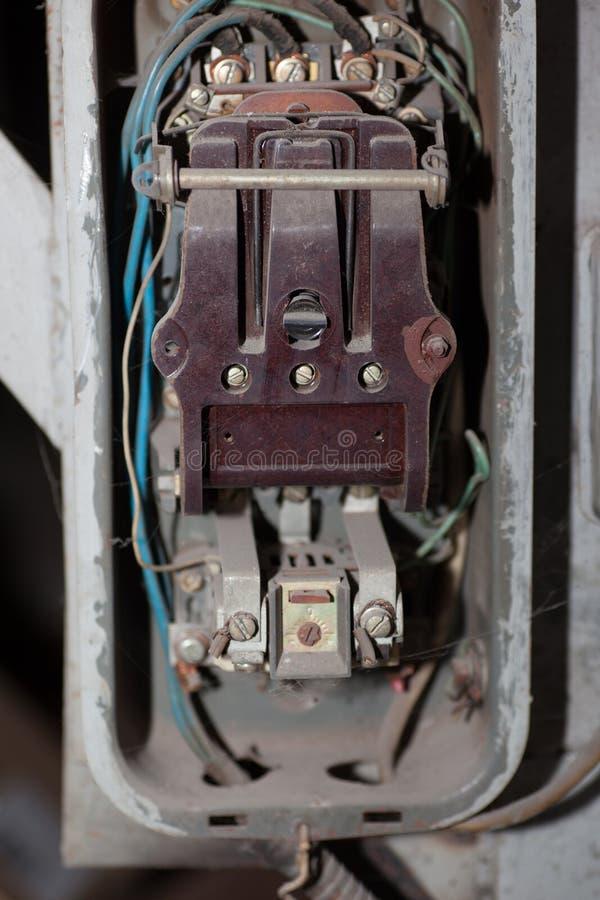 Alter elektrischer Schalter stockfotografie