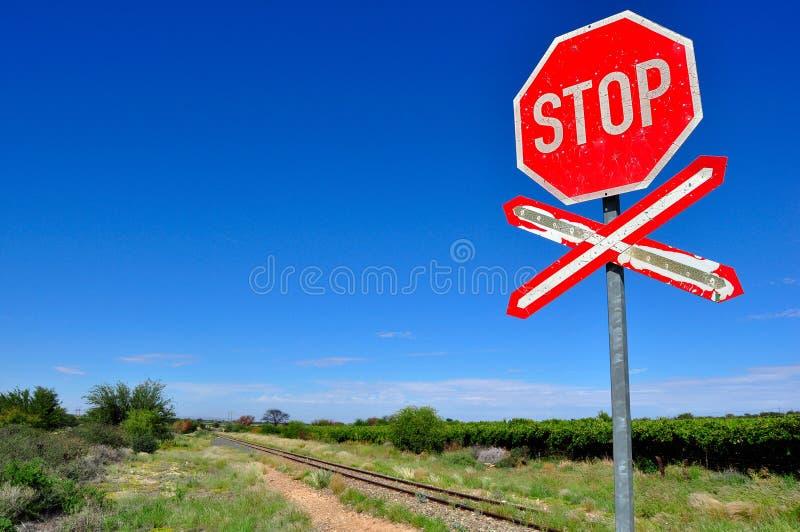 Alter Endbahnübergang Zeichen lizenzfreie stockfotografie